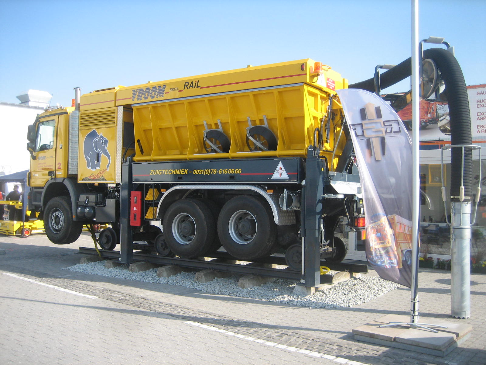 RSP-Staubsauger#bb100924 Innotrans 068  MB  Actros 3341.jpg